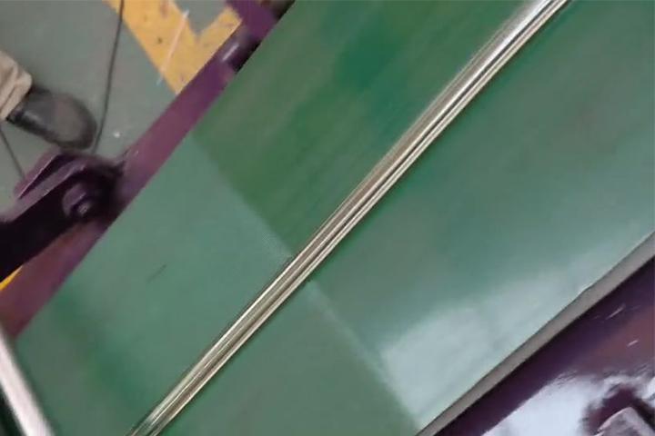 pvc胶条挤出机 塑料门窗胶条挤出机视频